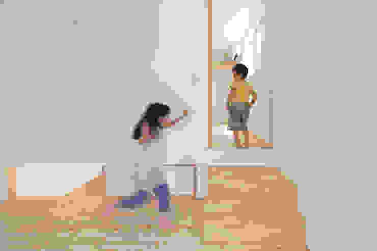 つどう×つながる家 モダンデザインの 多目的室 の 加藤淳一級建築士事務所 モダン