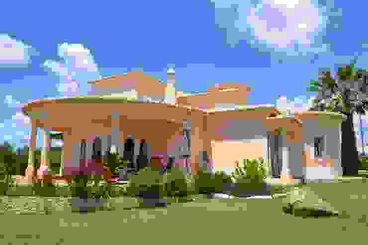 Pintura Exterior Casas mediterrânicas por RenoBuild Algarve Mediterrânico