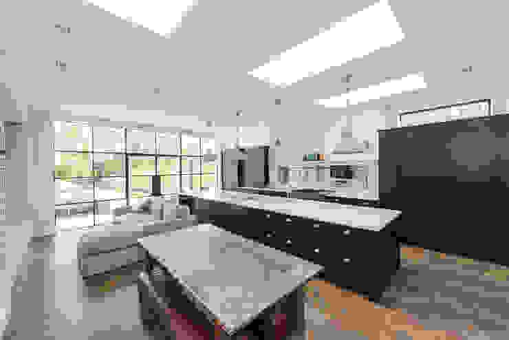 Full renovation on Trinity Road, London Modern Kitchen by Grand Design London Ltd Modern