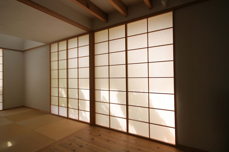 Eclectic style windows & doors by 加藤淳一級建築士事務所 Eclectic