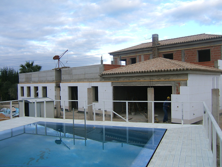 External Thermal Insulation (ETICS) Mediterranean style house by RenoBuild Algarve Mediterranean