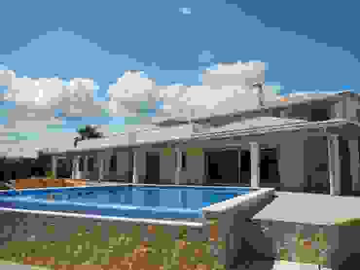 External Thermal Insulation (ETICS) Casas de estilo mediterráneo de RenoBuild Algarve Mediterráneo