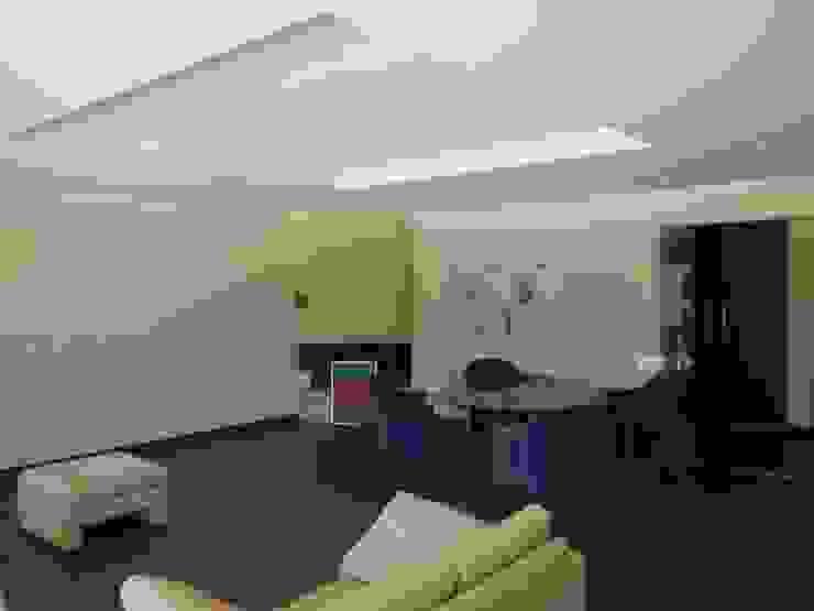 Interior Painting Salones de estilo mediterráneo de RenoBuild Algarve Mediterráneo