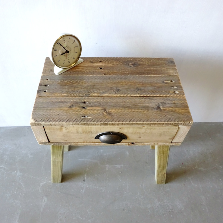 Pallet Bedside Table: minimalist  by Piggledy Pallet Furniture, Minimalist Wood Wood effect