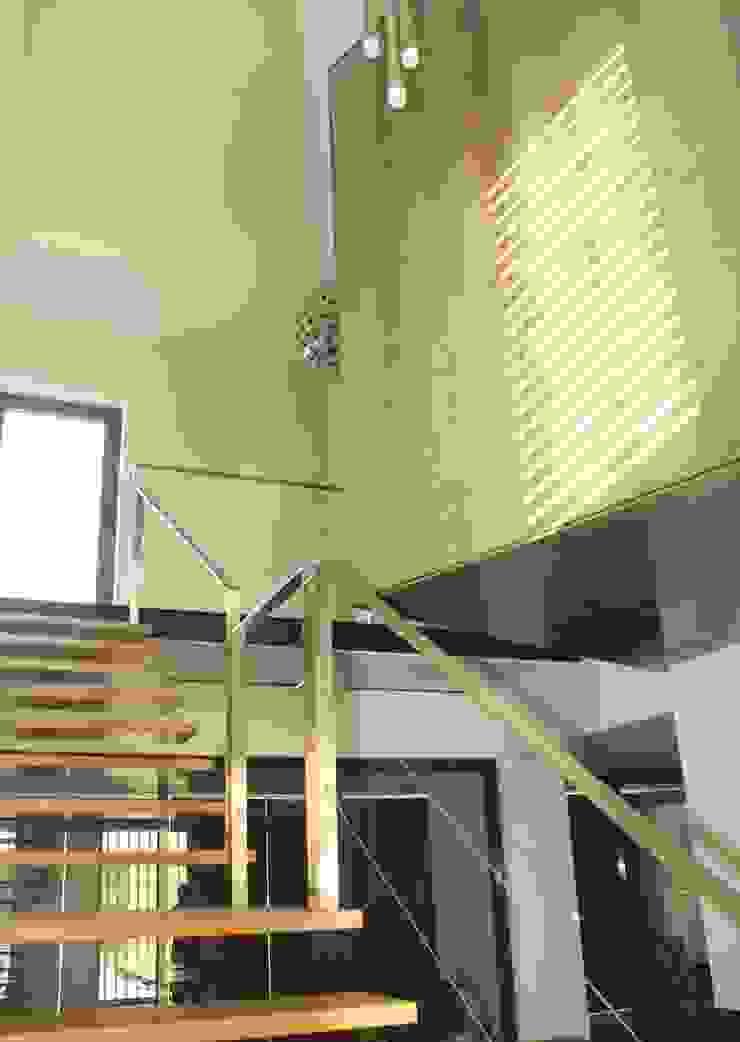 Casa Cubo Corredores, halls e escadas modernos por Plano Humano Arquitectos Moderno