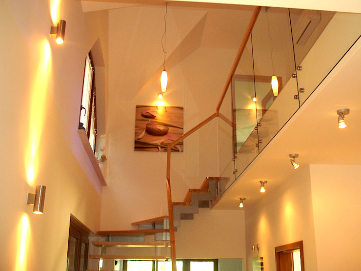 Modern Corridor, Hallway and Staircase by Biuro Projektów MTM Styl - domywstylu.pl Modern