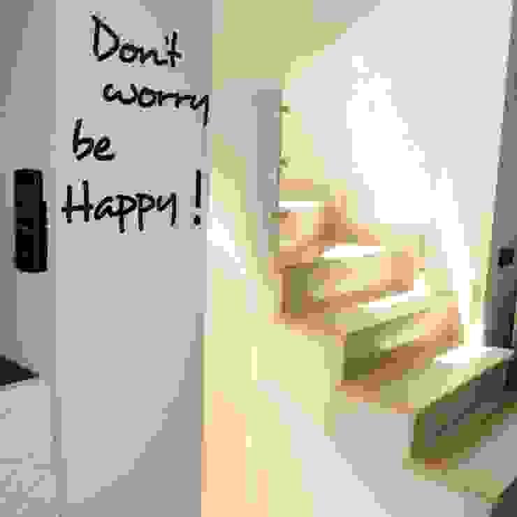 モダンスタイルの 玄関&廊下&階段 の ArchitetturaTerapia® モダン 石