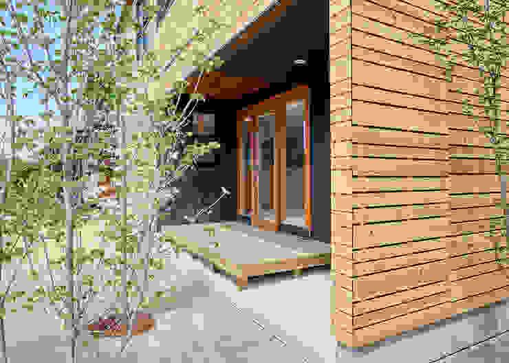 Modern balcony, veranda & terrace by 君島弘章建築設計事務所 Modern Wood Wood effect