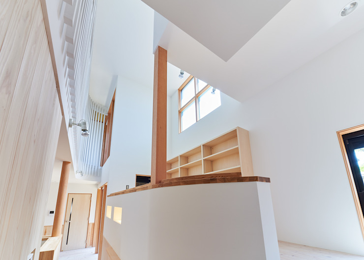 Modern Corridor, Hallway and Staircase by 君島弘章建築設計事務所 Modern Wood Wood effect