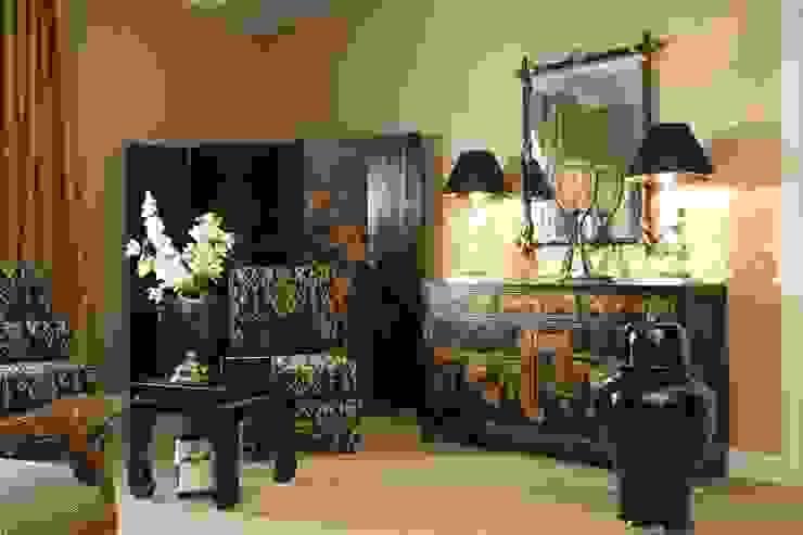 Восточная комната Гостиная в классическом стиле от СТУДИЯ ЮЛИИ НЕСТЕРОВОЙ Классический