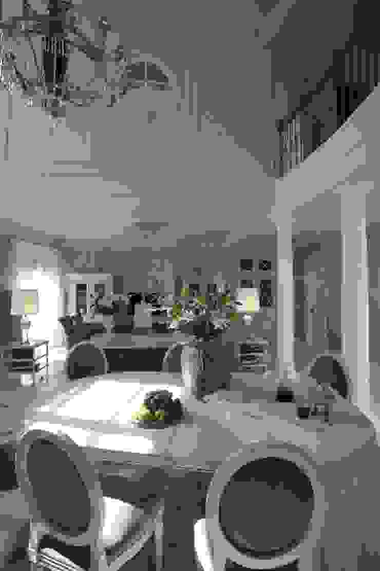 Гостиная Гостиная в классическом стиле от СТУДИЯ ЮЛИИ НЕСТЕРОВОЙ Классический
