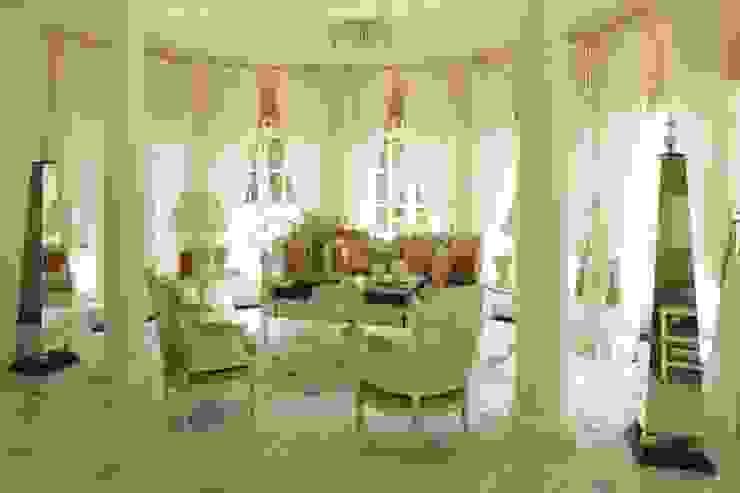 Classic style living room by СТУДИЯ ЮЛИИ НЕСТЕРОВОЙ Classic