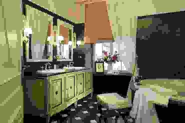Мастер-спальня Спальня в классическом стиле от СТУДИЯ ЮЛИИ НЕСТЕРОВОЙ Классический