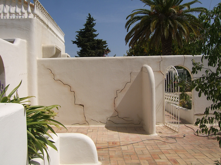 Facade Repair and Painting / Crack Repair System Mediterranean style houses by RenoBuild Algarve Mediterranean
