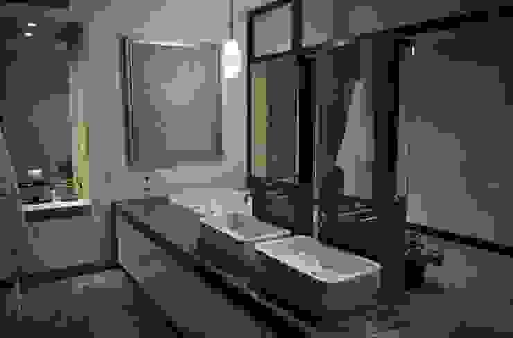 CASA TG Baños modernos de planeta diseño + construcción SA de CV Moderno