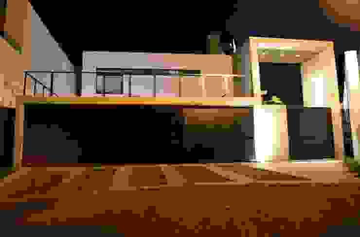 CASA TG Casas modernas de planeta diseño + construcción SA de CV Moderno