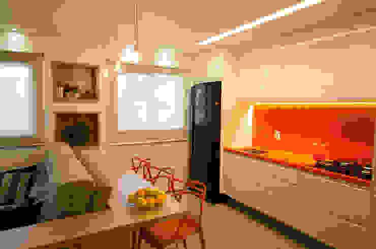 Apartamento Lago Norte Salas de jantar modernas por Carpaneda & Nasr Moderno