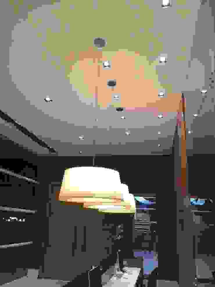Projeto corporativo sóbrio e elegante por Lucio Nocito Arquitetura por Lucio Nocito Arquitetura e Design de Interiores Moderno