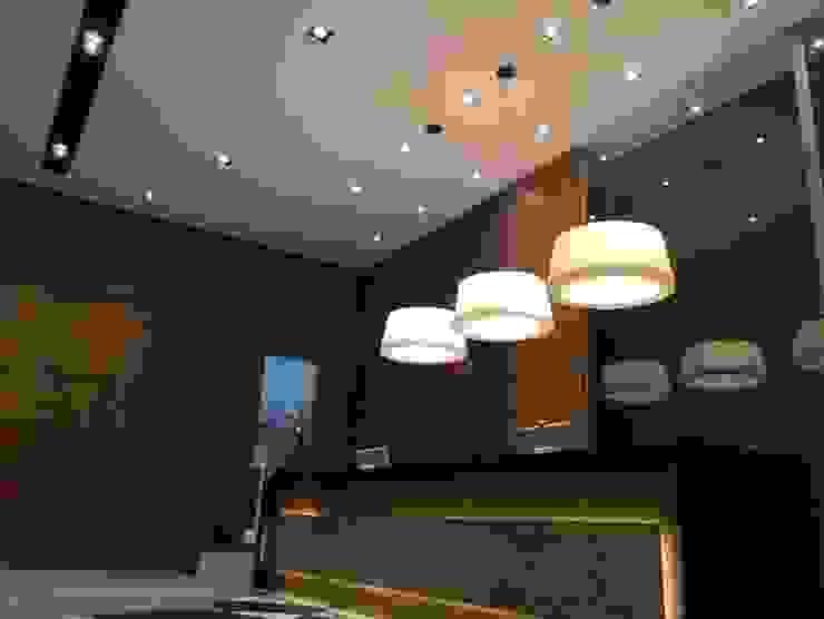 Projeto corporativo sóbrio e elegante por Lucio Nocito Arquitetura Escritórios ecléticos por Lucio Nocito Arquitetura e Design de Interiores Eclético