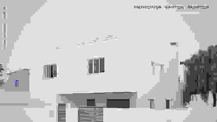 モダンな 家 の Mendonça Santos Arquitetos & Associados モダン