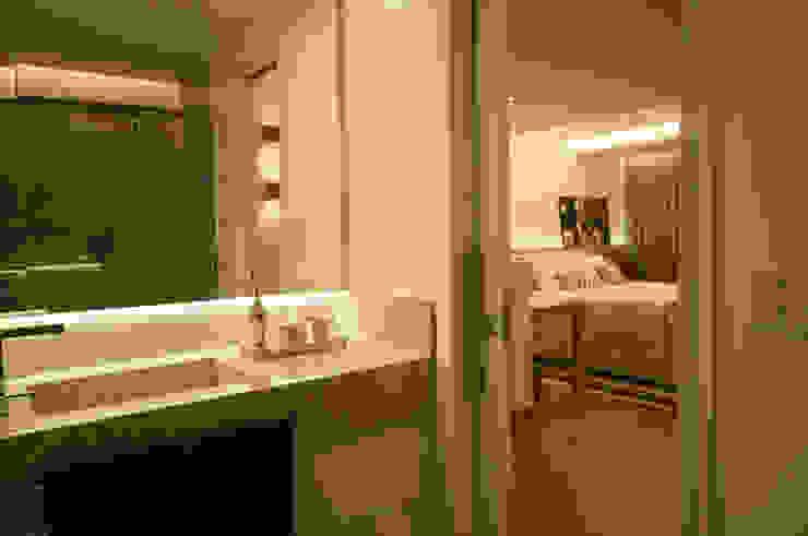 Apartamento Lago Norte Banheiros modernos por Carpaneda & Nasr Moderno