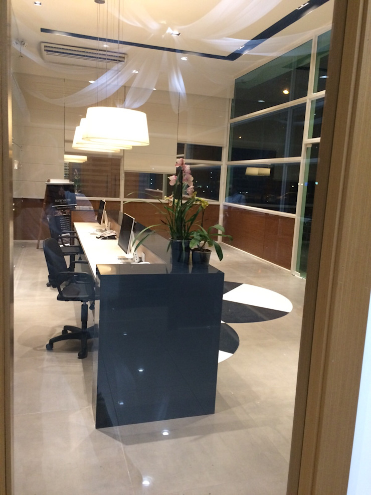 Projeto corporativo sóbrio e elegante por Lucio Nocito Arquitetura Escritórios modernos por Lucio Nocito Arquitetura e Design de Interiores Moderno