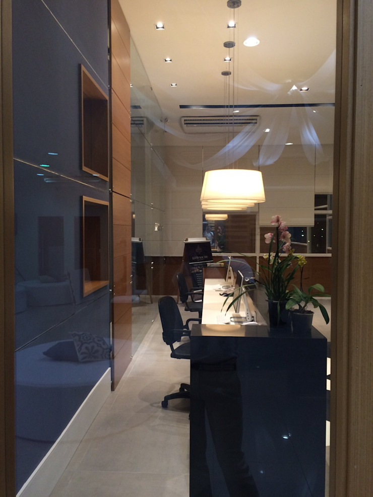 Projeto corporativo sóbrio e elegante por Lucio Nocito Arquitetura Escritórios clássicos por Lucio Nocito Arquitetura e Design de Interiores Clássico