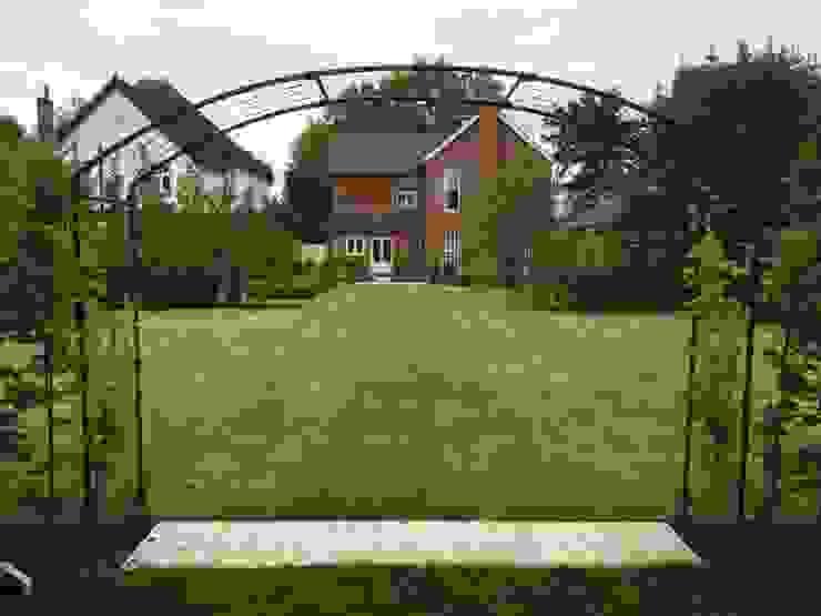 Stortford Road Jardin classique par Aralia Classique Fer / Acier