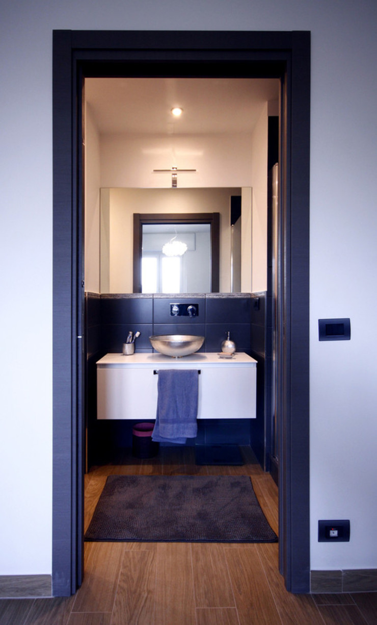 Modern style bathrooms by Andrea Orioli Modern