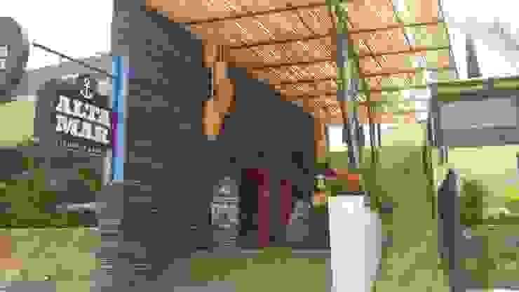 restaurante Pasillos, vestíbulos y escaleras eclécticos de bello diseño! Ecléctico