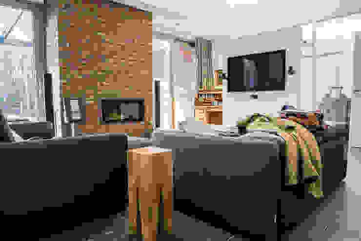 Wohnzimmerdekoration Minimalistische Wohnzimmer von Frank Scheiter Wohnkonzepte Minimalistisch Textil Bernstein/Gold
