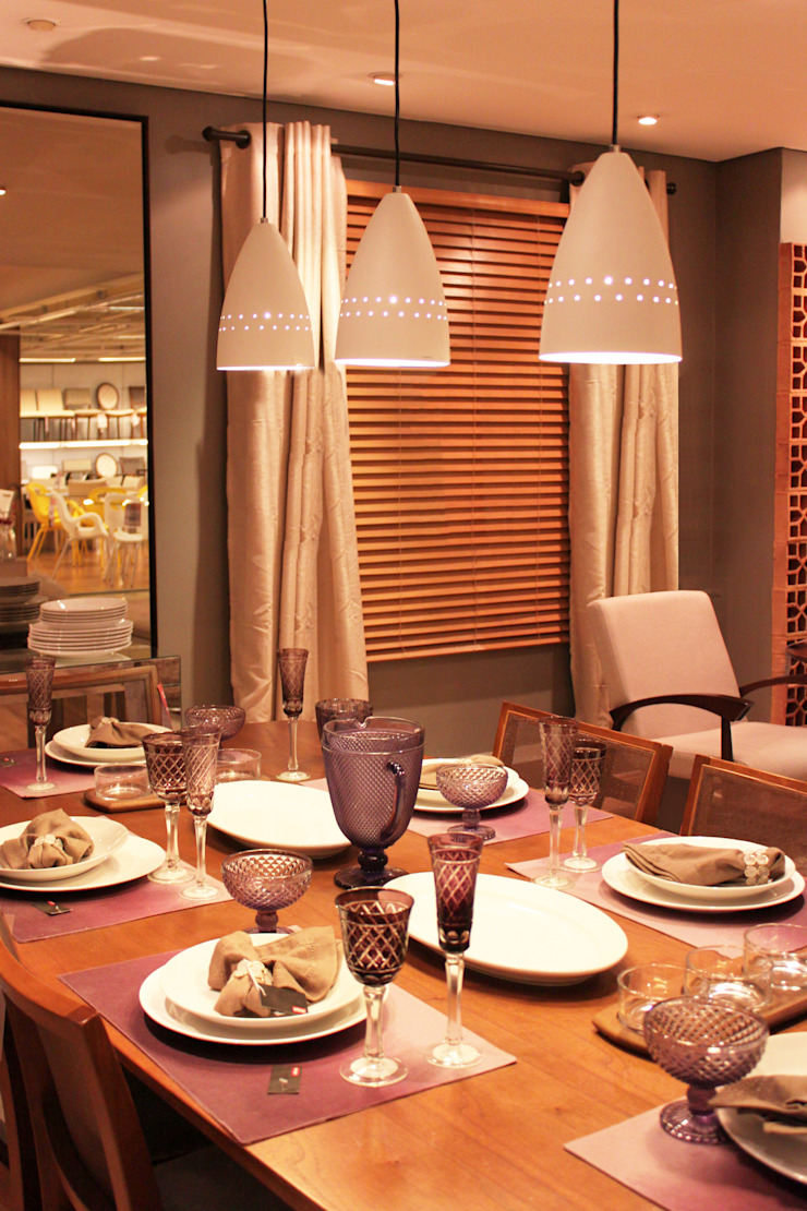 Cromalux Sistemas de Iluminação Ltda Sala da pranzoIlluminazione Alluminio / Zinco Bianco