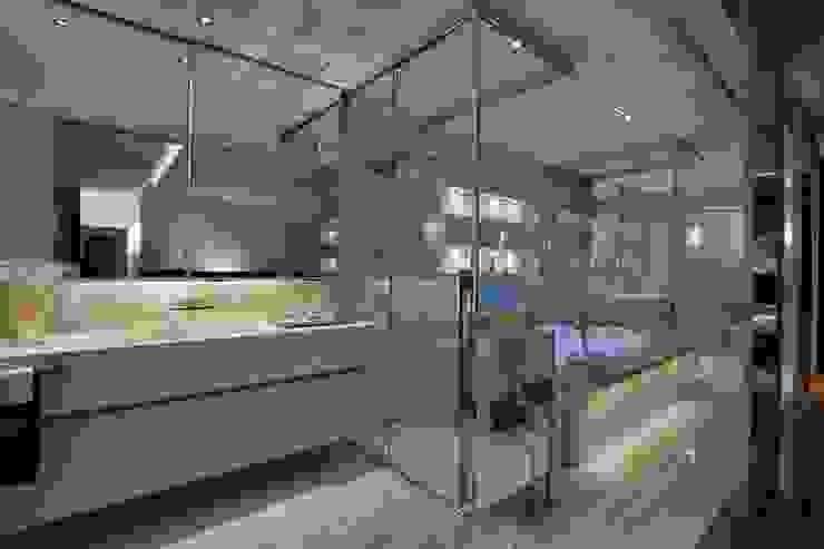 Apartamento P.P.N.R Banheiros modernos por Bellini Arquitetura e Design Moderno
