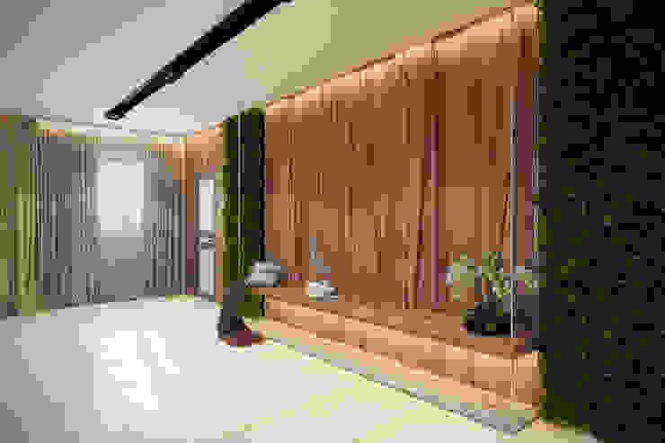 Воздушная лавочка Коридор, прихожая и лестница в стиле минимализм от Artichok Design Минимализм Дерево Эффект древесины