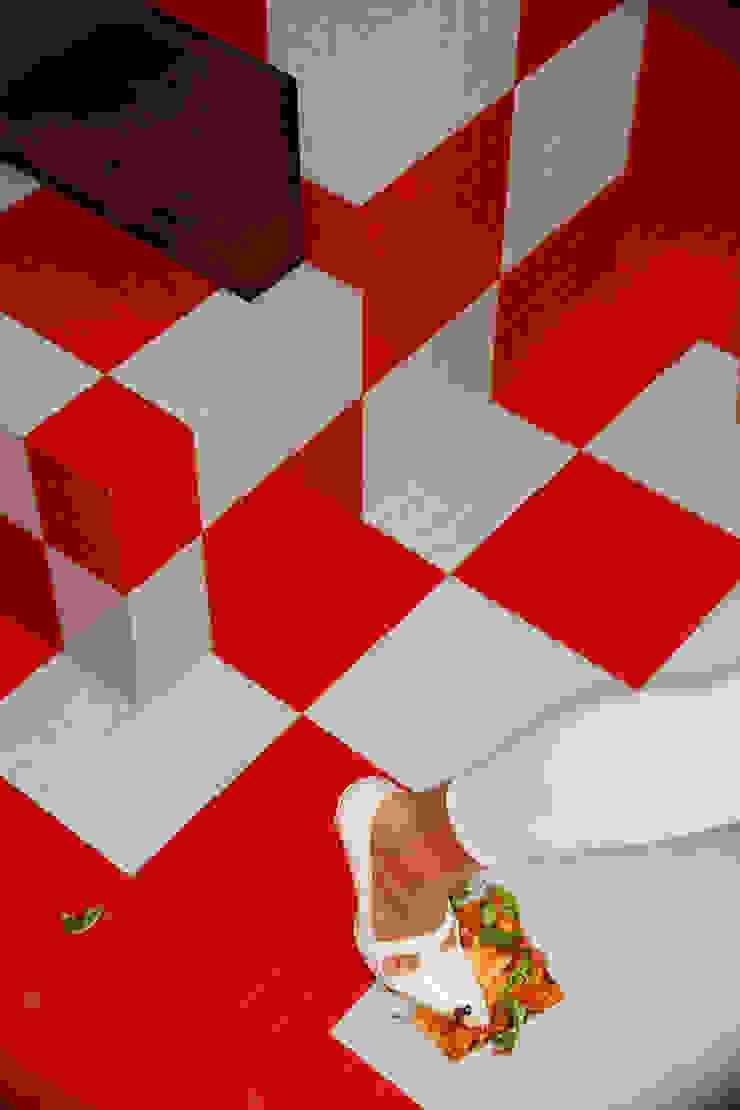 Pizza&Love Paredes e pisos modernos por LOLA Moderno