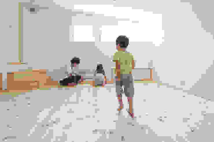 つどう×つながる家 加藤淳一級建築士事務所 モダンデザインの 子供部屋