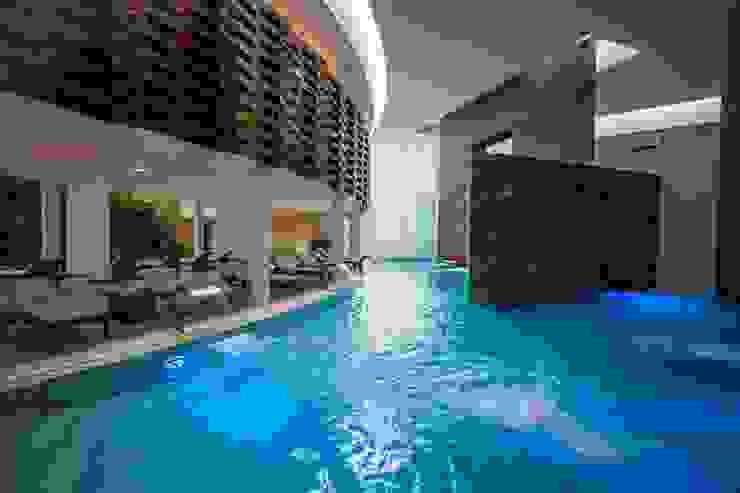 Spa Grand Velas Riviera Nayarit / Circuito de hidroterapia. de MC Design Ecléctico Mármol