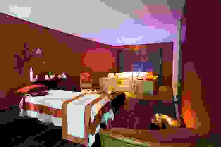 Spa Grand Velas Riviera Maya / Cabina de masaje. de MC Design Ecléctico Madera maciza Multicolor