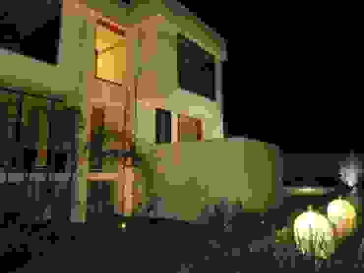 fachada exterior Casas eclécticas de bello diseño! Ecléctico