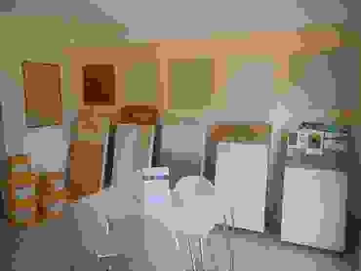 Ausstellungsraum - RenoBuild Algarve Ausgefallene Wohnzimmer von RenoBuild Algarve Ausgefallen
