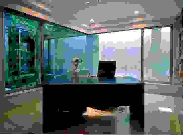 Ruang Studi/Kantor Gaya Eklektik Oleh AMO設計事務所 Eklektik