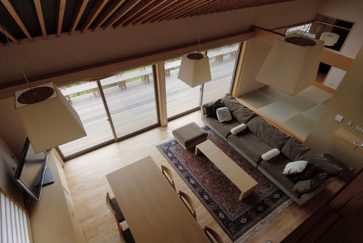 ほっと力の抜ける癒しの家 オリジナルデザインの リビング の スタジオ・ベルナ オリジナル 木 木目調