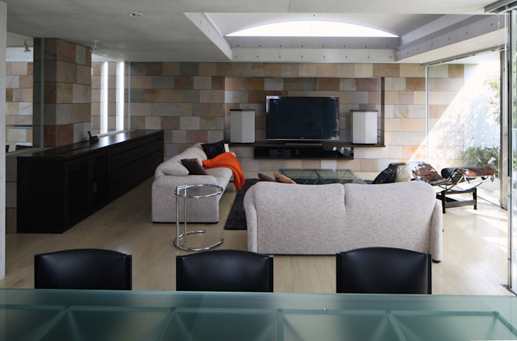 二段テラスの家 オリジナルデザインの リビング の AMO設計事務所 オリジナル