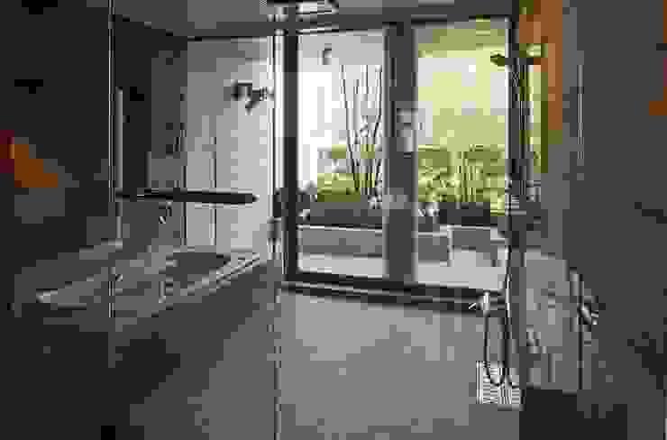 二段テラスの家 オリジナルスタイルの お風呂 の AMO設計事務所 オリジナル