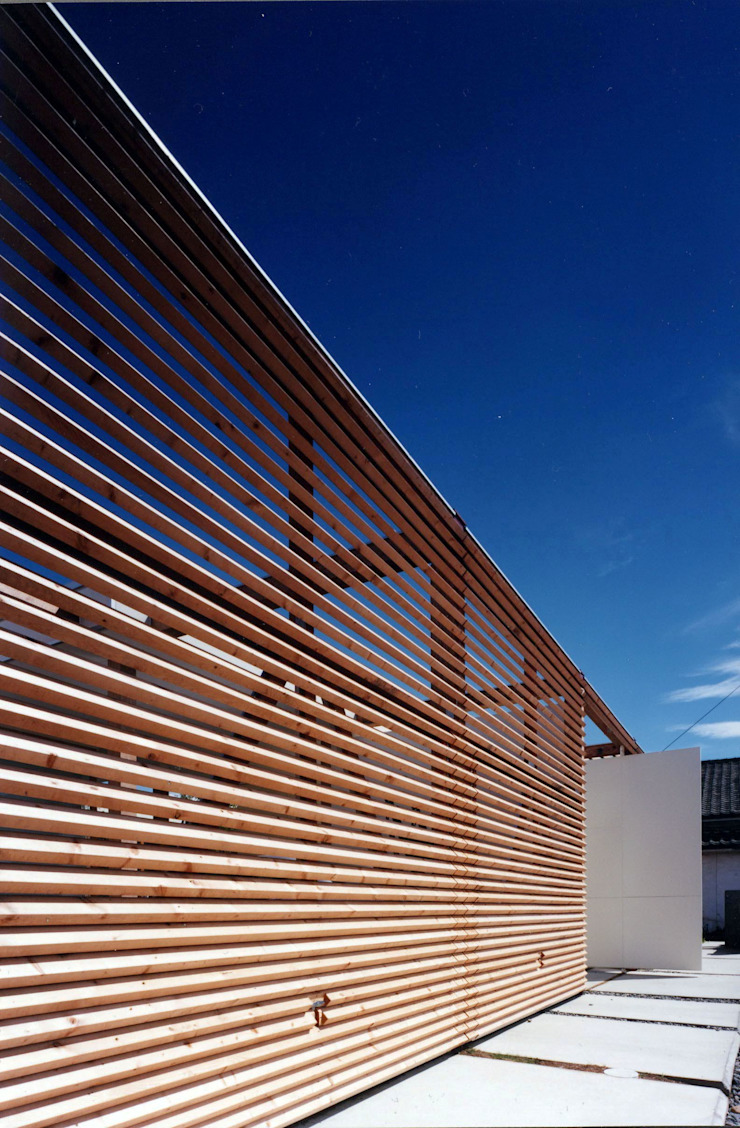Casas modernas de スタジオ・ベルナ Moderno Madera Acabado en madera