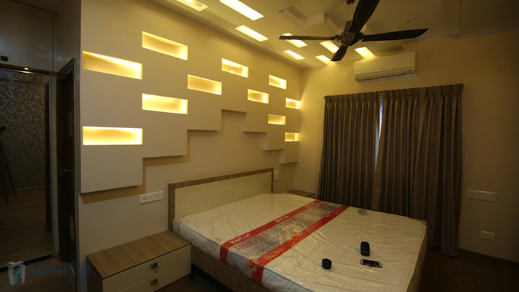 Master bedroom headboard lighting design Asian style walls & floors by homify Asian