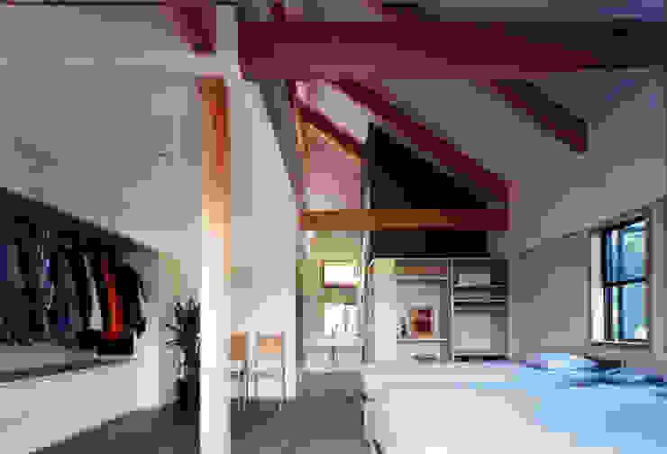 自然体で暮らすvol.1 カントリースタイルの 寝室 の スタジオ・ベルナ カントリー 無垢材 多色