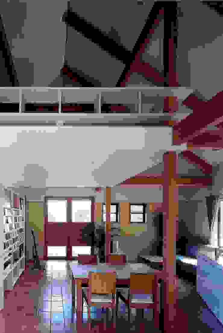 自然体で暮らすvol.1 カントリーデザインの リビング の スタジオ・ベルナ カントリー