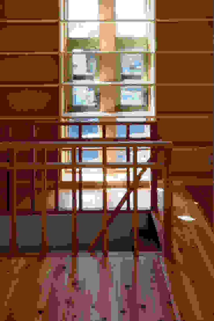 気軽でオシャレに暮らせるリゾート感覚の家 モダンデザインの 書斎 の スタジオ・ベルナ モダン 木 木目調