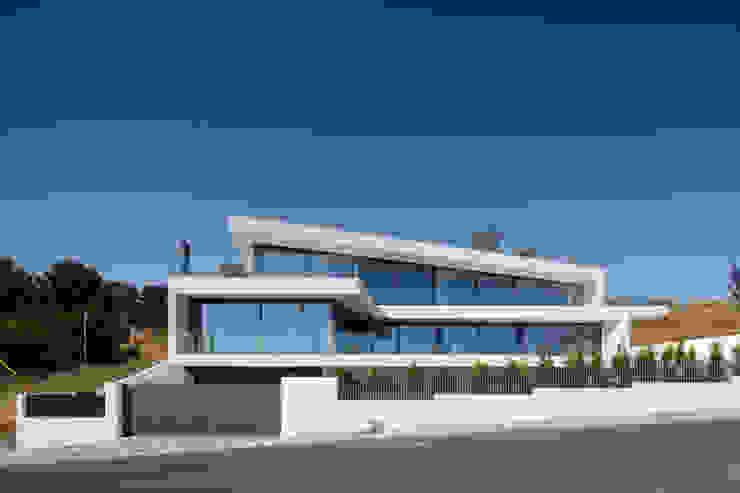 JC House: Casas  por JPS Atelier - Arquitectura, Design e Engenharia,Moderno